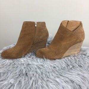 • LUCKY BRAND • Tan booties